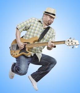 az Iszkiri gyerekzenekar gitárosa, énekes